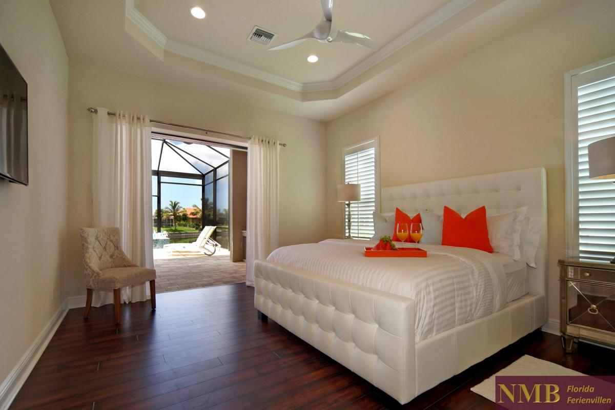 Ferienhaus-Palm_Breeze-Cape_Coral-master-bed