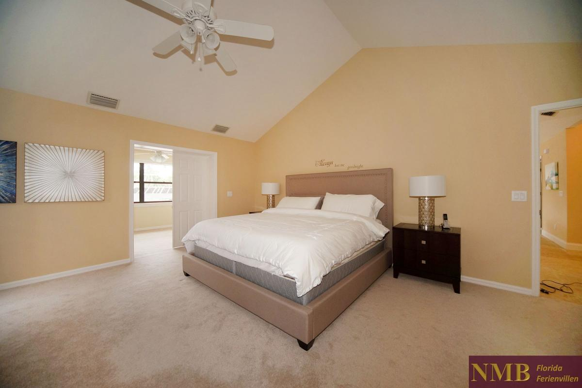 Ferienhaus_Cape_Coral_Stirling-master-bed-02