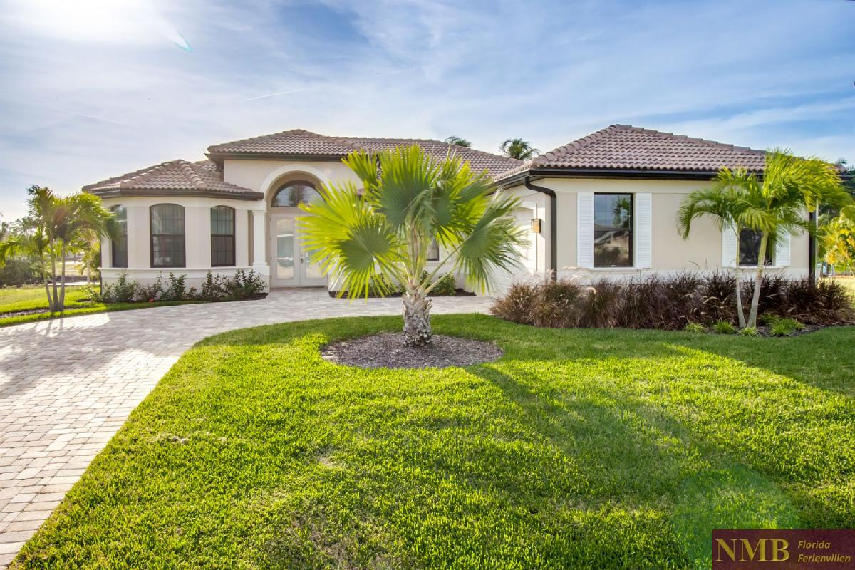 Ferienhaus-Felicity-Cape_Coral-Front_of_House