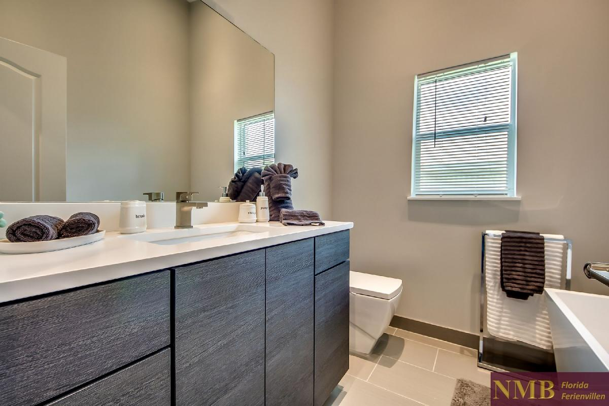 Vacation_Rental_River_Pearl_Guest_Bathroom_1