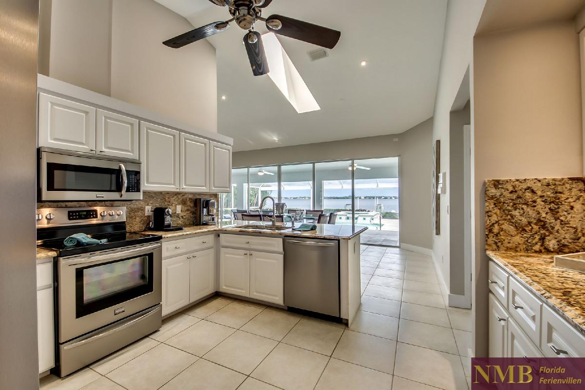 Vacation_Rental_River_Pearl_Kitchen