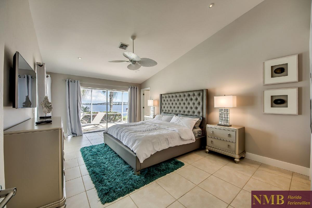 Vacation_Rental_River_Pearl_Master_Bedroom_1