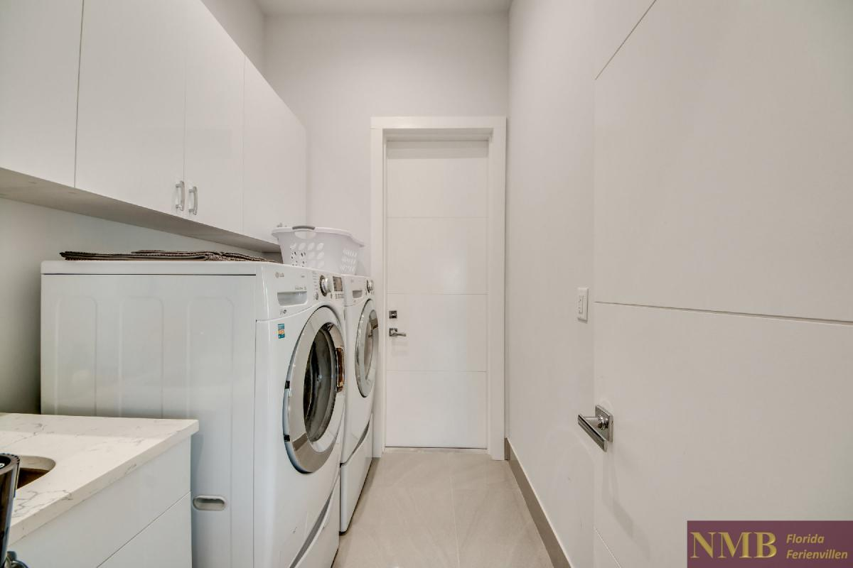 Vacation-Rental-Cape-Coral-Next-Level_Laundry_Room