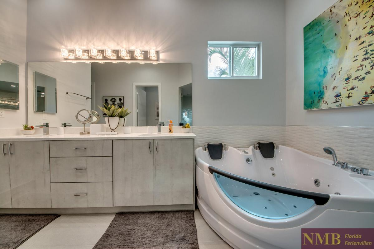 Vacation-Rental-Cape-Coral-Next-Level_Master_Bathroom_1