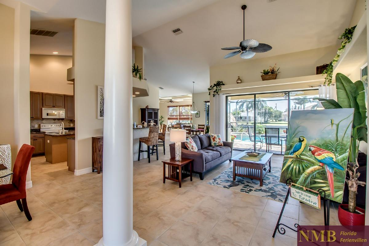Ferienhaus-Sea-Pearl-Cape-Coral_Formal_Living_Room_3