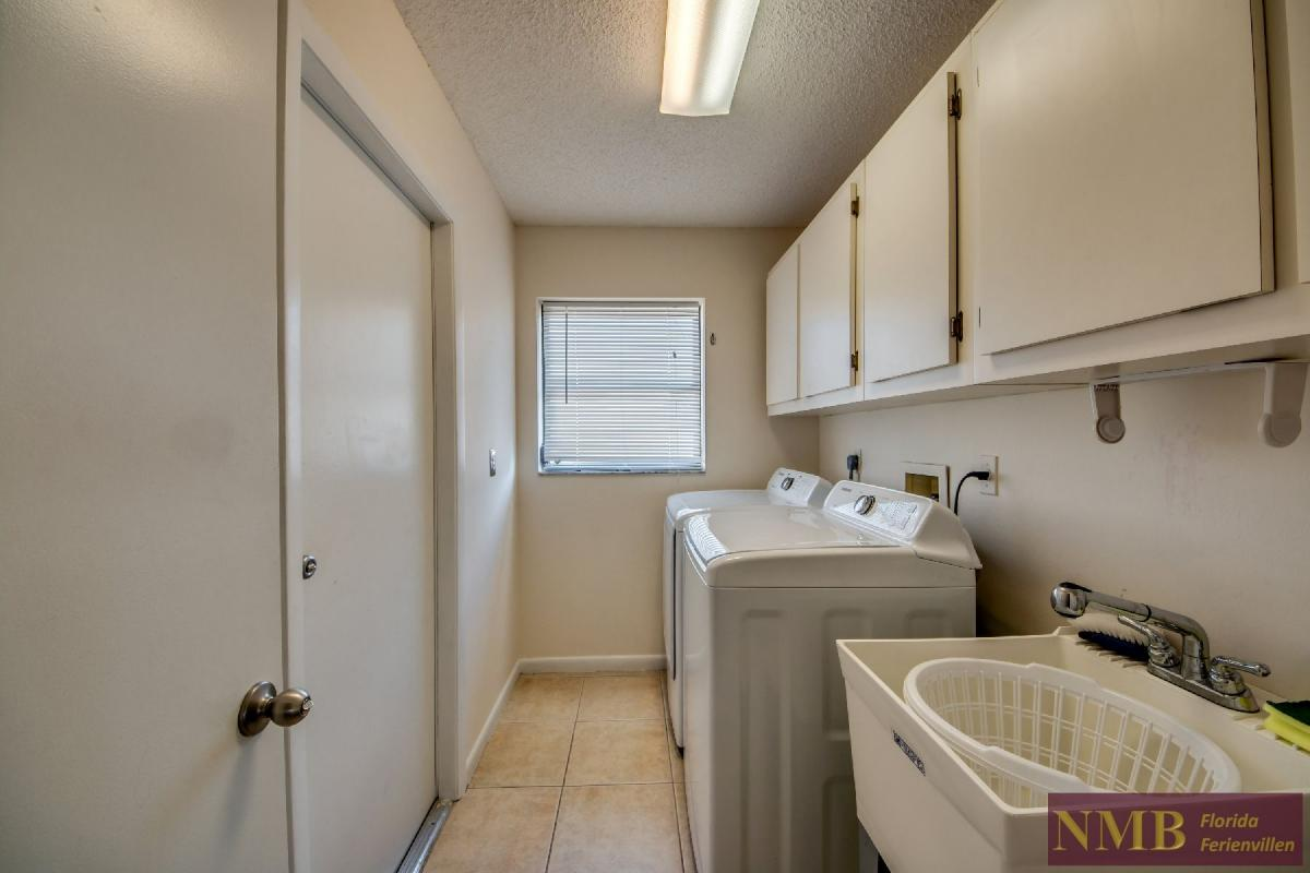 Vacation Home Lions Garden_Laundry_Room