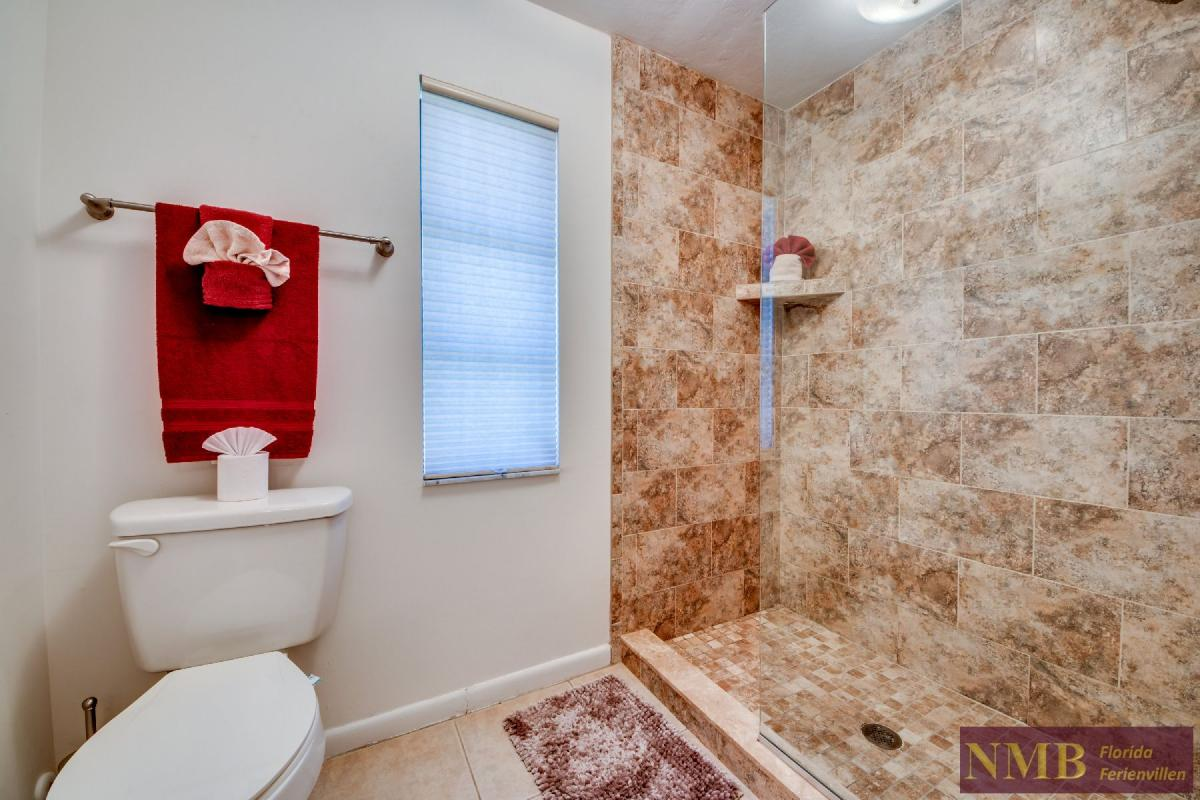 Vacation Home Lions Garden_Master_Bathroom_1