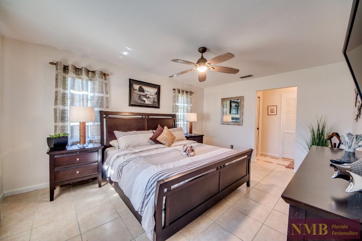 Vacation Home Lions Garden_Master_Bedroom_1