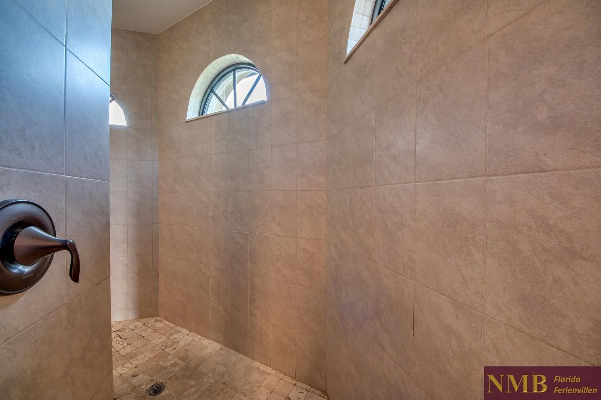 Ferienhaus-Butterfly-Master_Shower