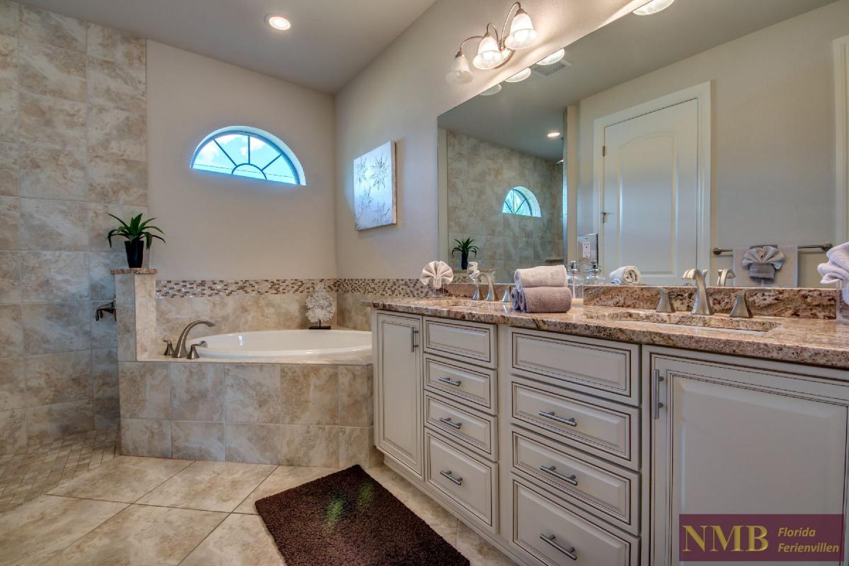 Vacation Home Sweet Mailin_Master_Bathroom_1