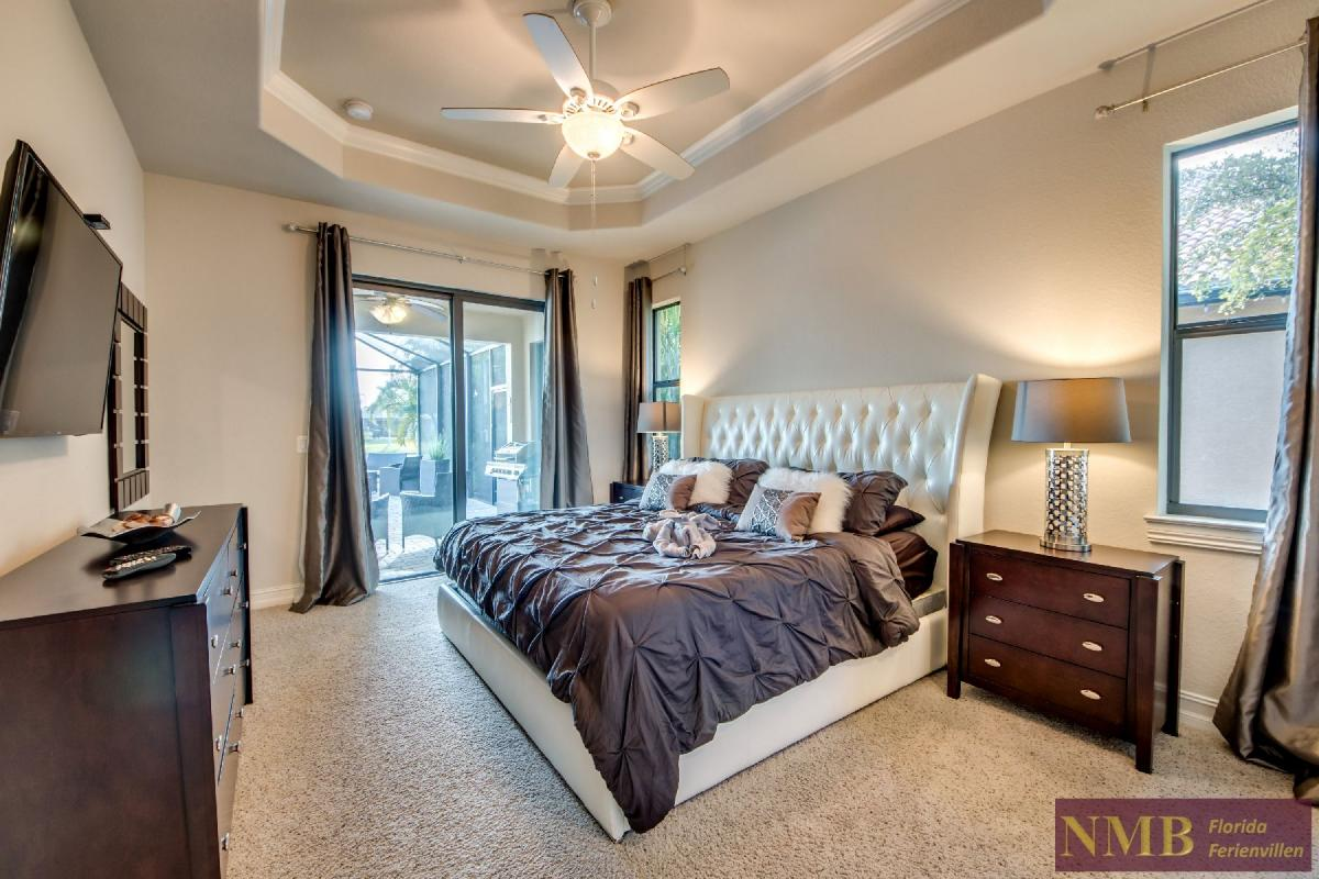 Vacation Home Sweet Mailin_Master_Bedroom