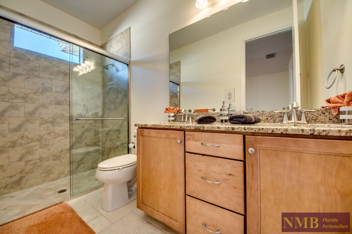Vacation Home Lancaster_3rd_Bedrooms_Bathroom
