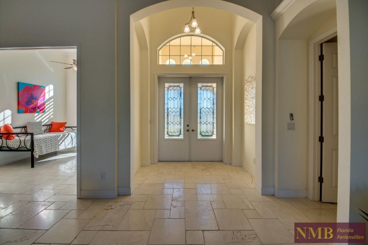 Vacation Home Lancaster_Foyer