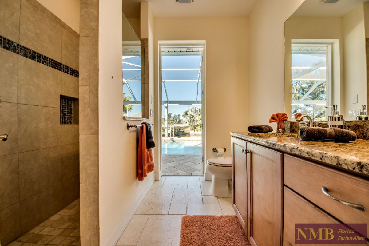 Vacation Home Lancaster_Guest_Bathroom_1