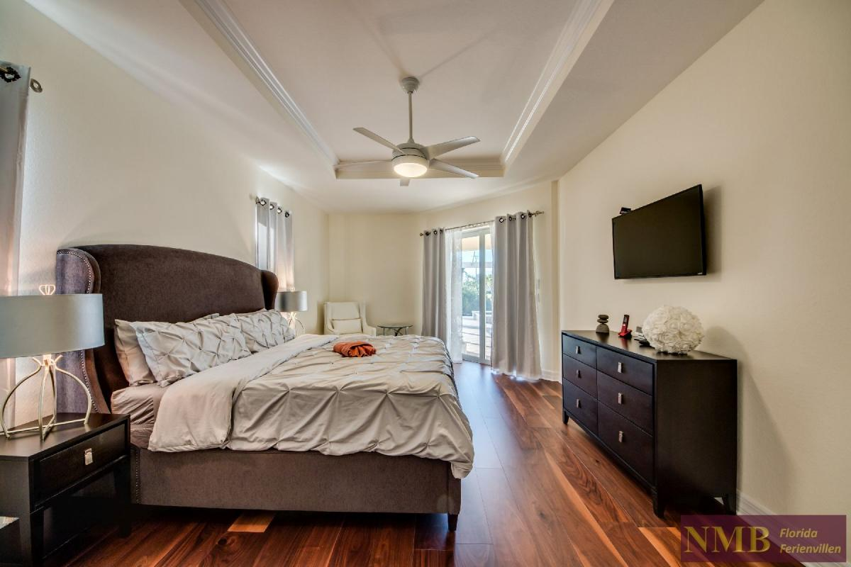 Vacation Home Lancaster_Master_Bedroom