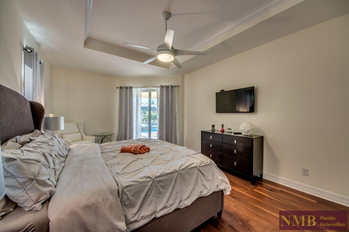 Vacation Home Lancaster_Master_Bedroom_1