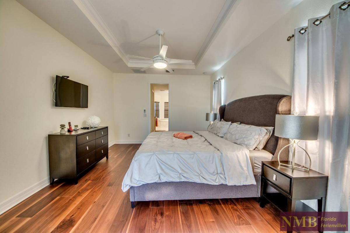 Vacation Home Lancaster_Master_Bedroom_2