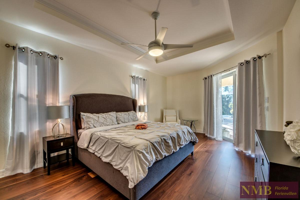 Vacation Home Lancaster_Master_Bedroom_3