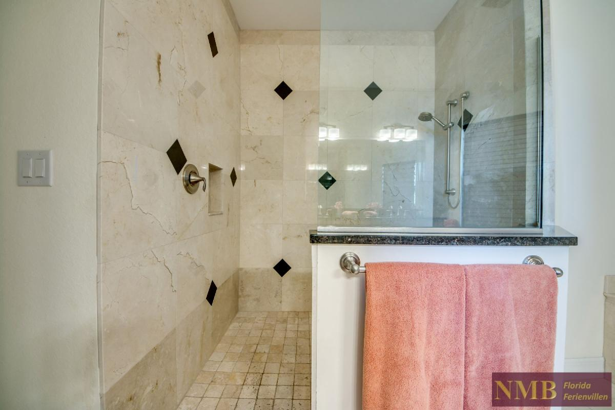 Vacation Home Lancaster_Mater_Bathroom_1