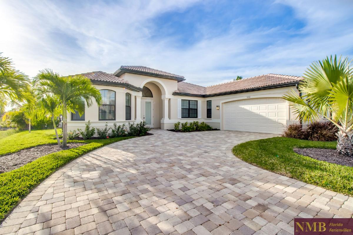 Ferienhaus-Felicity-Cape_Coral-Front_of_House_2