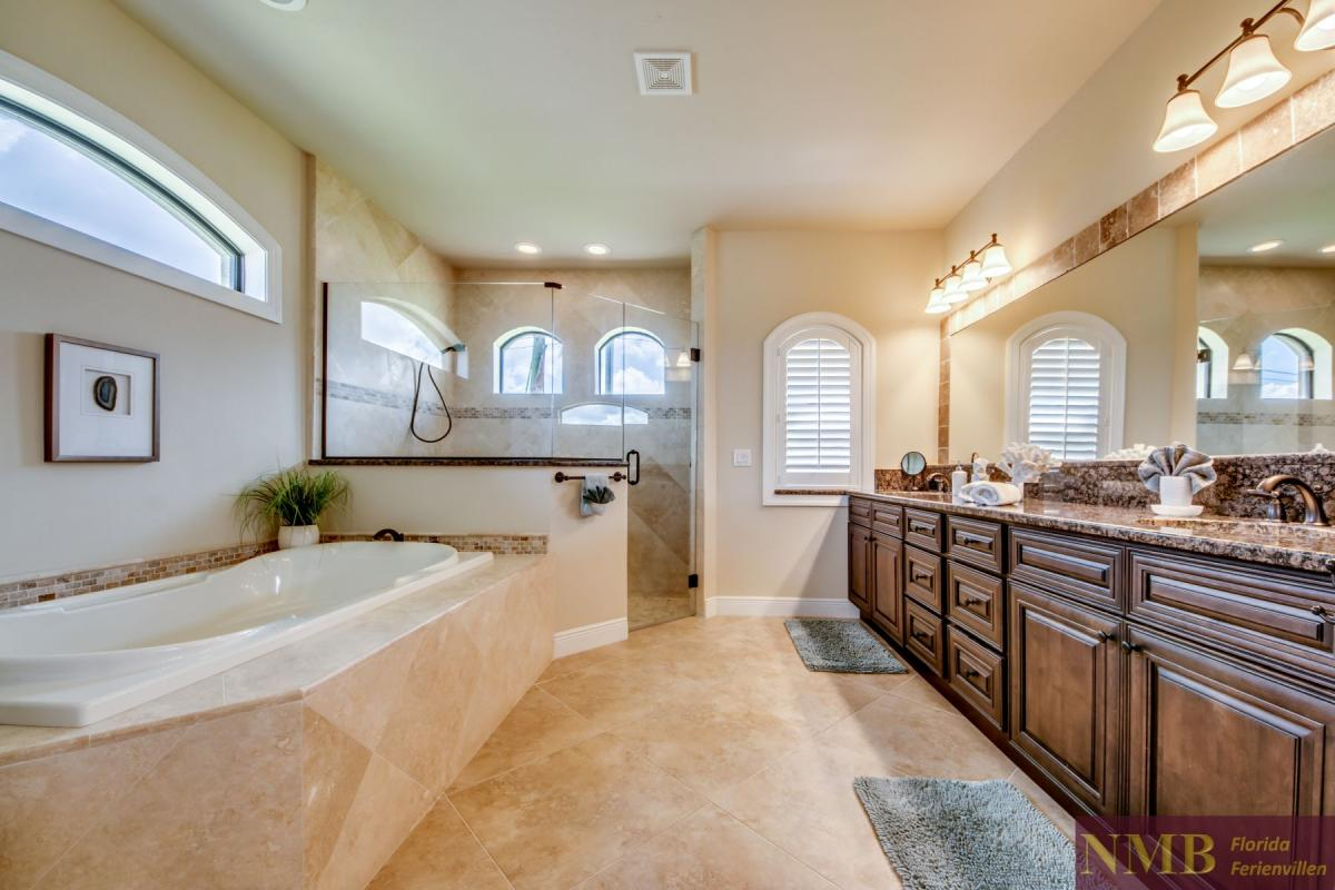 Ferienhaus-Mayflower_Master_Bathroom_2