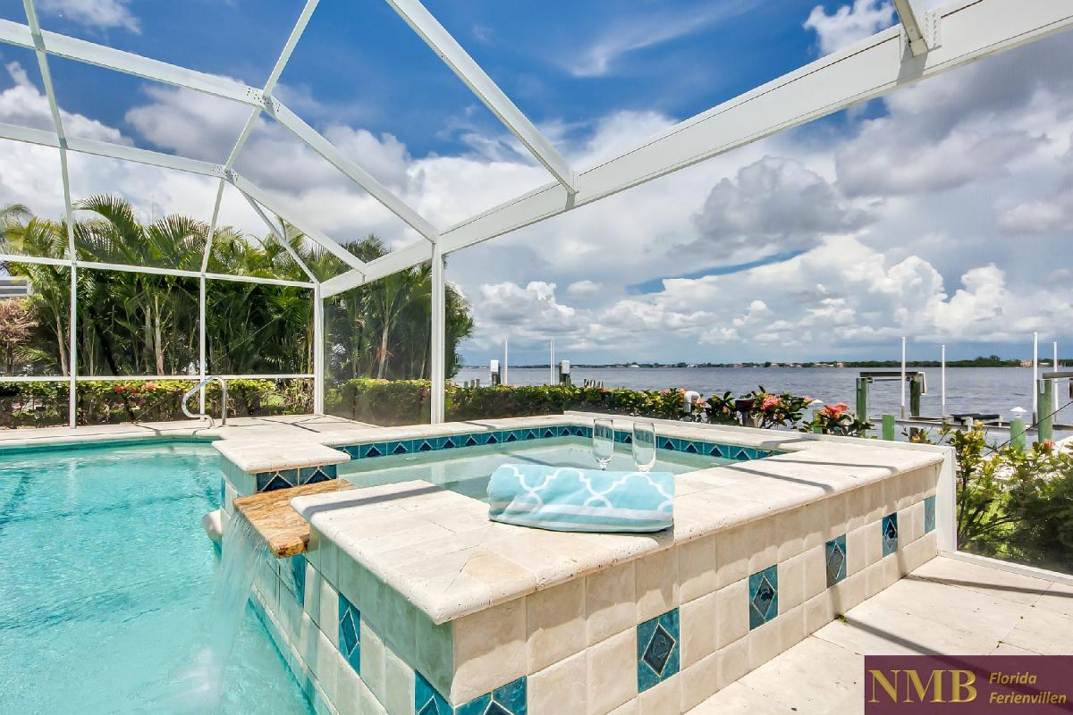 Vacation_Rental_River_Pearl_Hot_Tub