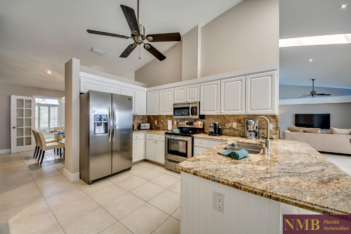 Vacation_Rental_River_Pearl_Kitchen_1