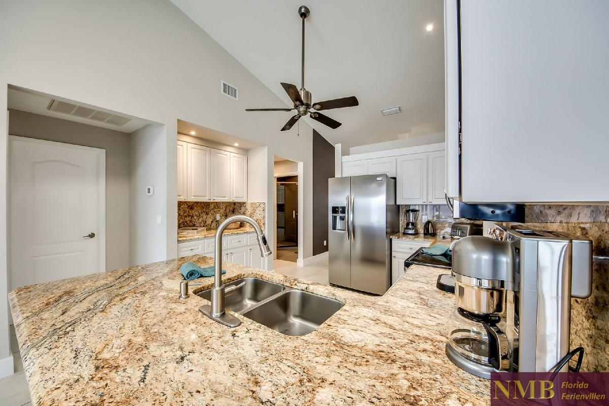 Vacation_Rental_River_Pearl_Kitchen_3