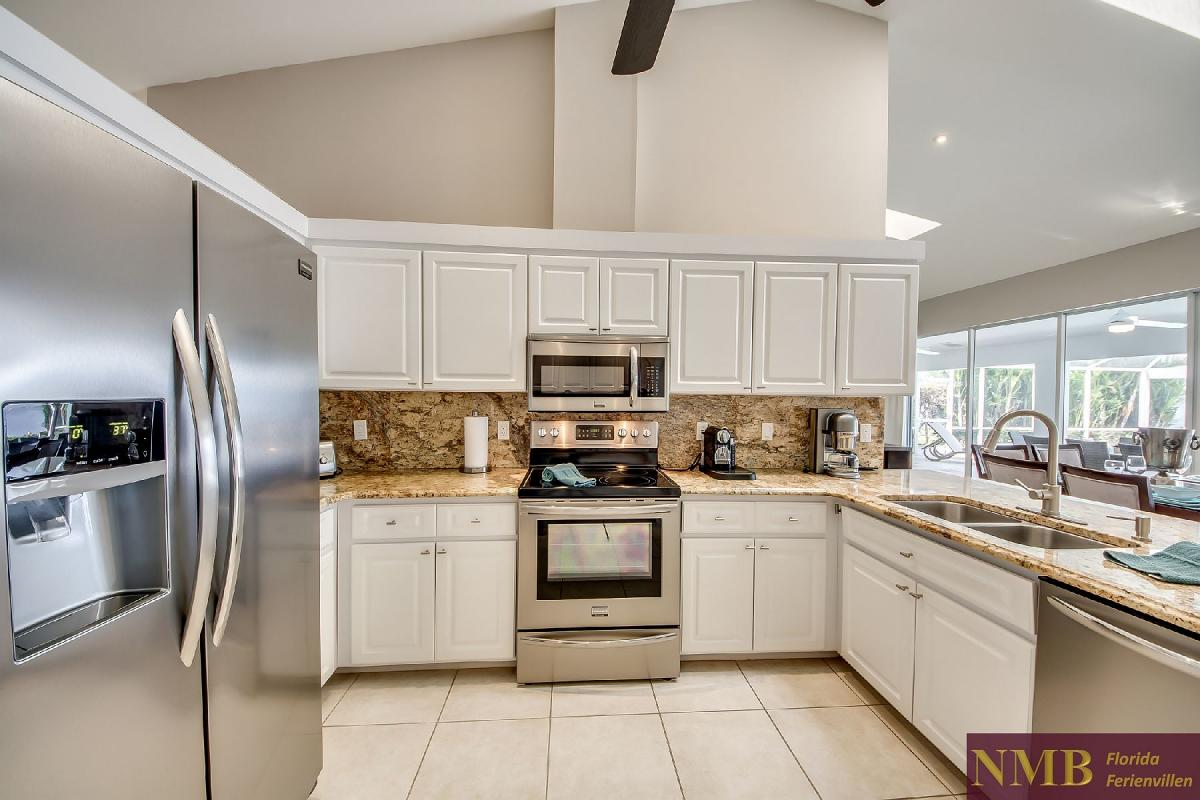 Vacation_Rental_River_Pearl_Kitchen_4