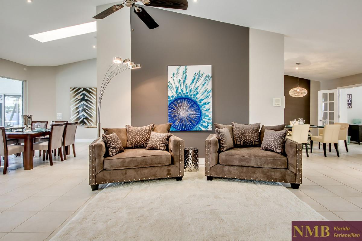 Vacation_Rental_River_Pearl_Living_Room_2