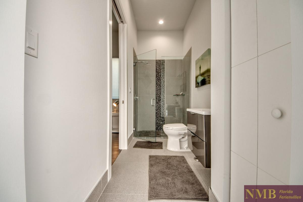 Vacation-Rental-Cape-Coral-Next-Level_3rd_Bedrooms_Bathroom_1