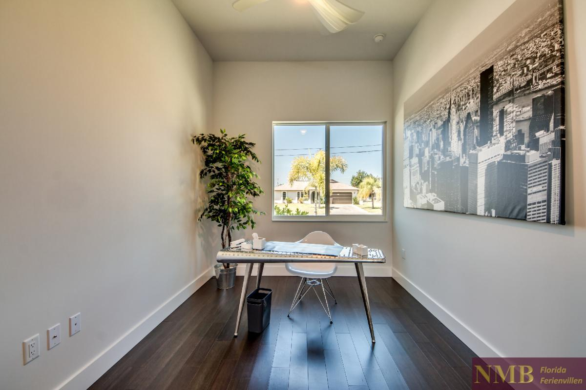 Vacation-Rental-Cape-Coral-Next-Level_Den_Office