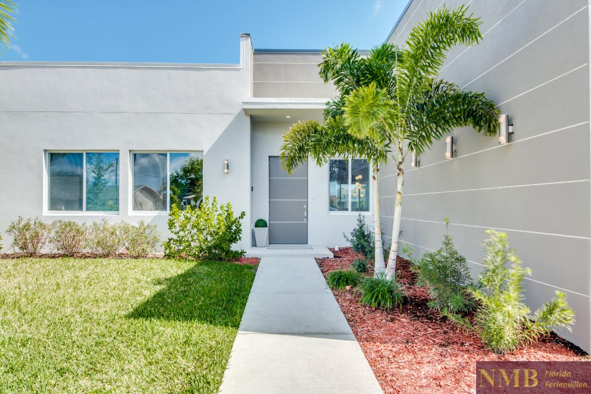 Vacation-Rental-Cape-Coral-Next-Level_Front_of_Villa