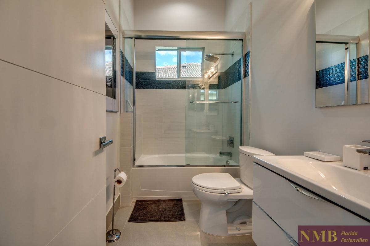 Vacation-Rental-Cape-Coral-Next-Level_Guest_Bathroom