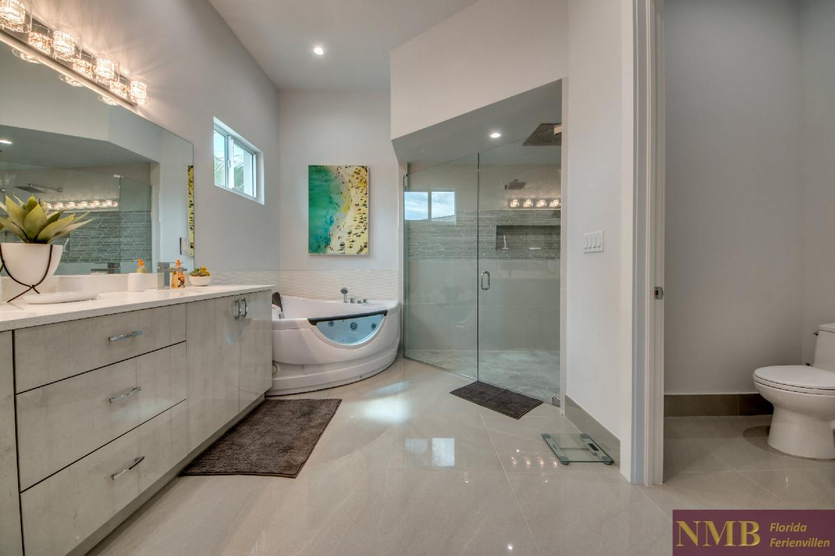 Vacation-Rental-Cape-Coral-Next-Level_Master_Bathroom