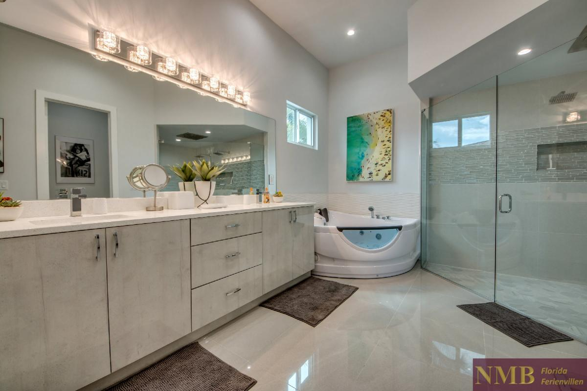 Vacation-Rental-Cape-Coral-Next-Level_Master_Bathroom_2