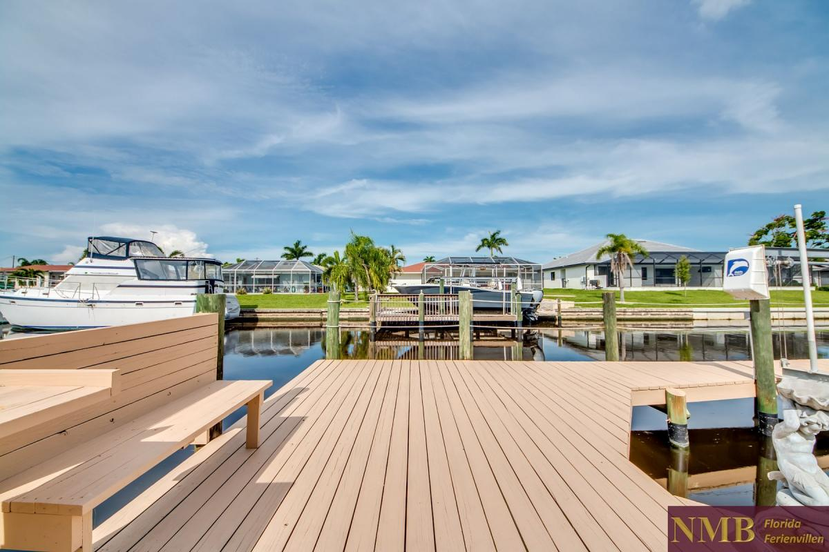 Ferienhaus-Serenity-Florida_Back_Yard_and_Dock_3