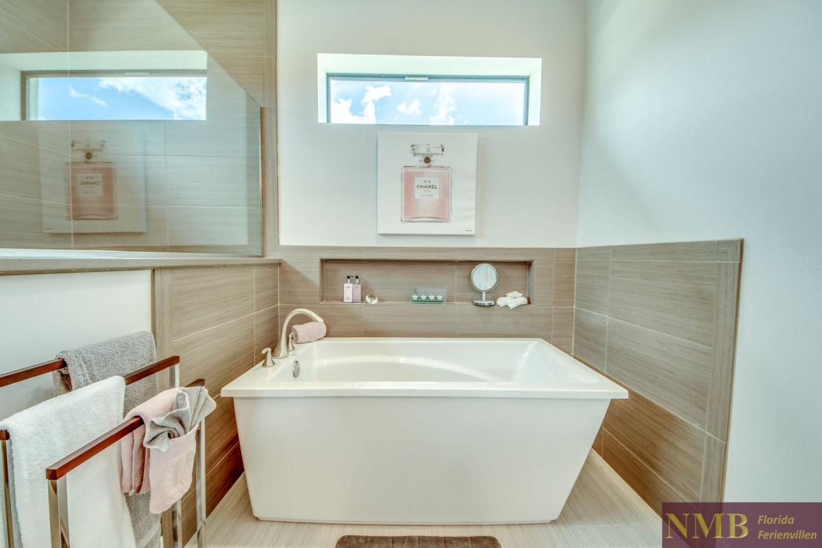 Ferienhaus-Cape-Supreme_Master_Bathroom_1